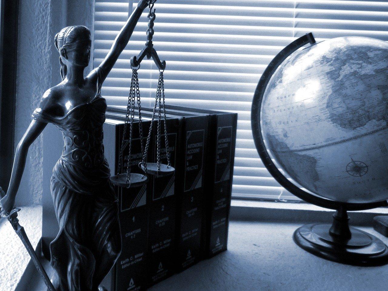 lady justice, legal, law-2388500.jpg